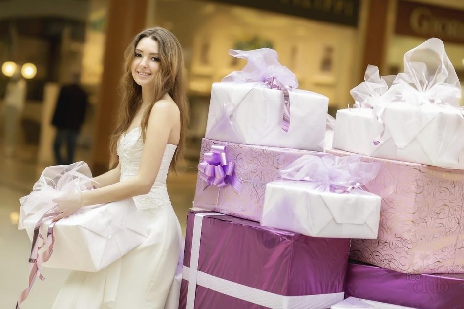 Дарение подарков молодым на свадьбе 49